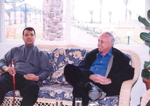 محمد دحلان مع اسياده